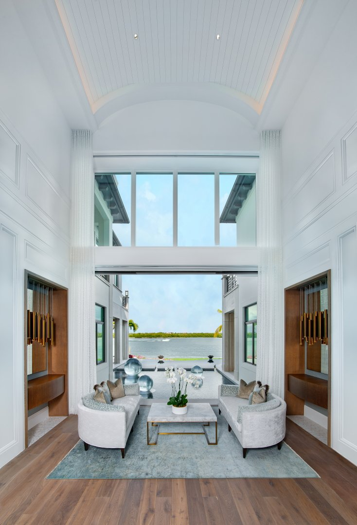 Regale Royal - Living Room