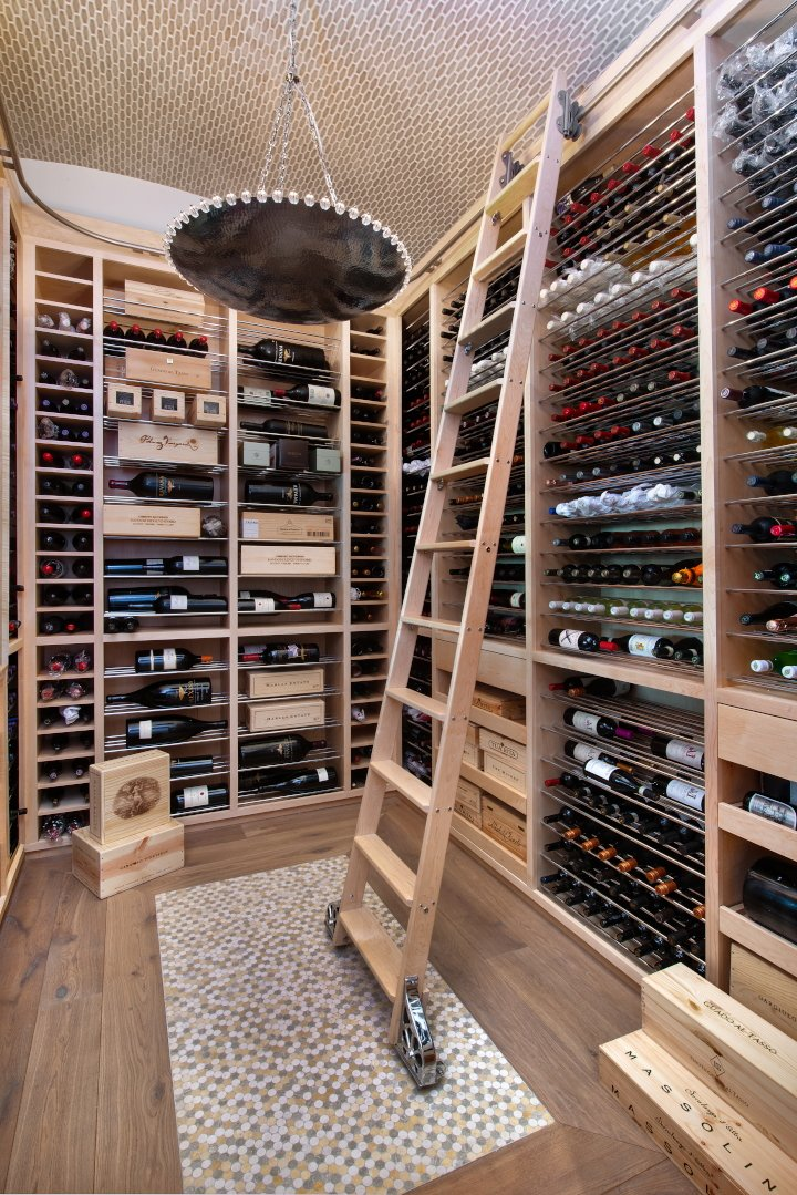 Regale Royal - Wine Room
